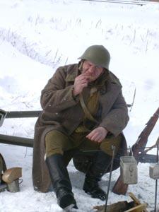 Солдат кушает
