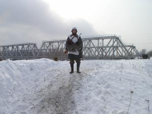 Он еще не успел взорвать мост!